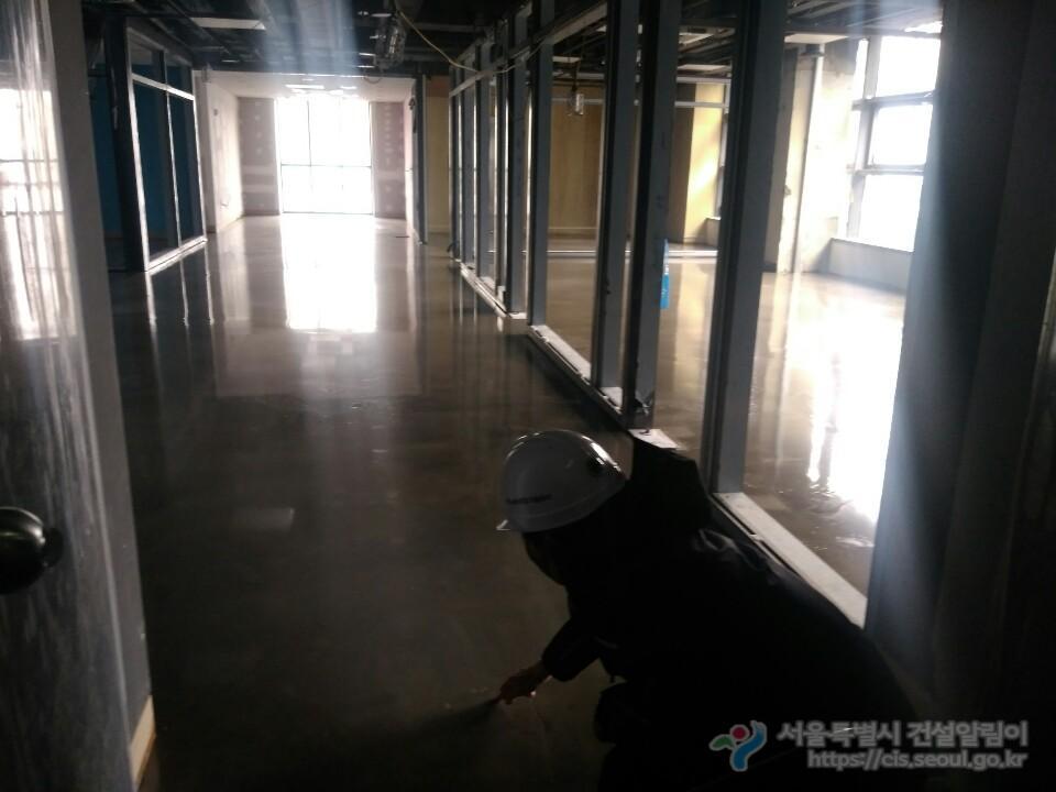 4층 바닥